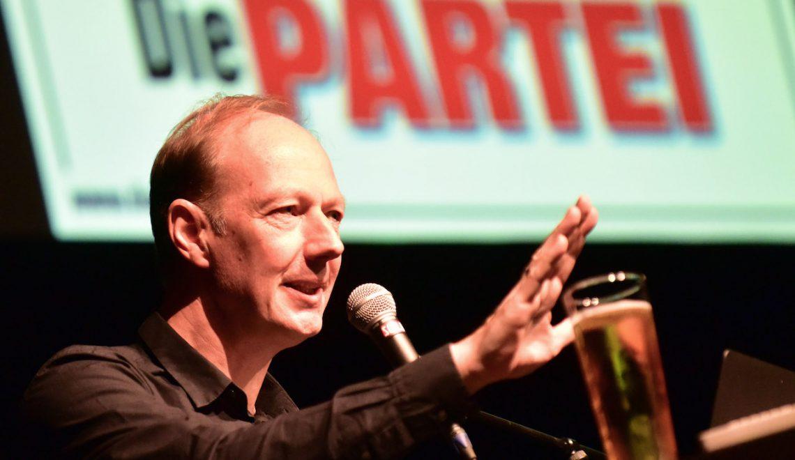 """Martin Sonneborn und die """"Die Partei"""" im Wahlkampf"""